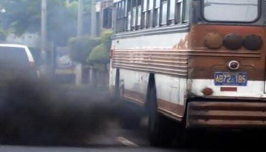 """David Reyes denuncia """"negociación bajo la mesa"""" en prórroga de circulación a buses viejos"""