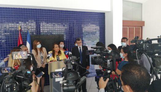 """FMLN: Nos vamos con las """"manos limpias"""" y la """"cabeza en alto"""""""